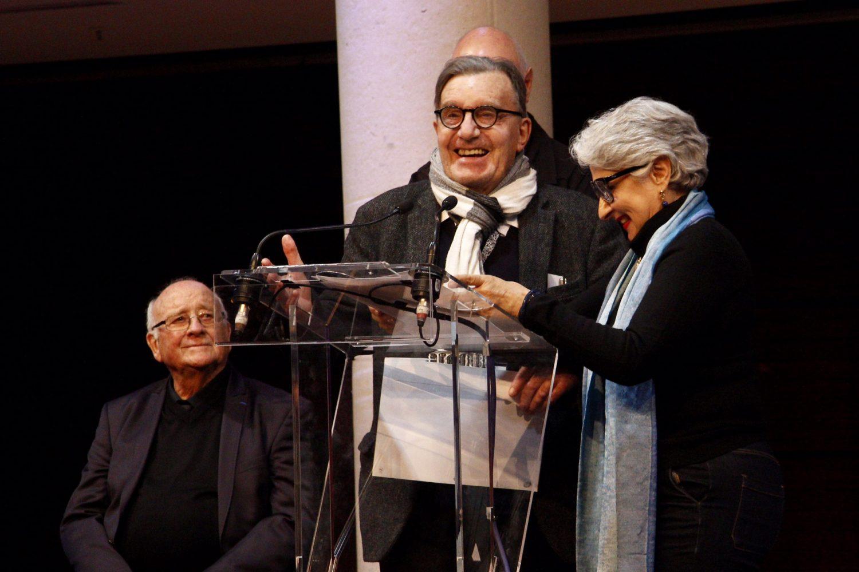 Anaïd Derebeyan, Vice-présidente de l'ADAGP remet les aides financières aux artistes primés • André Abram